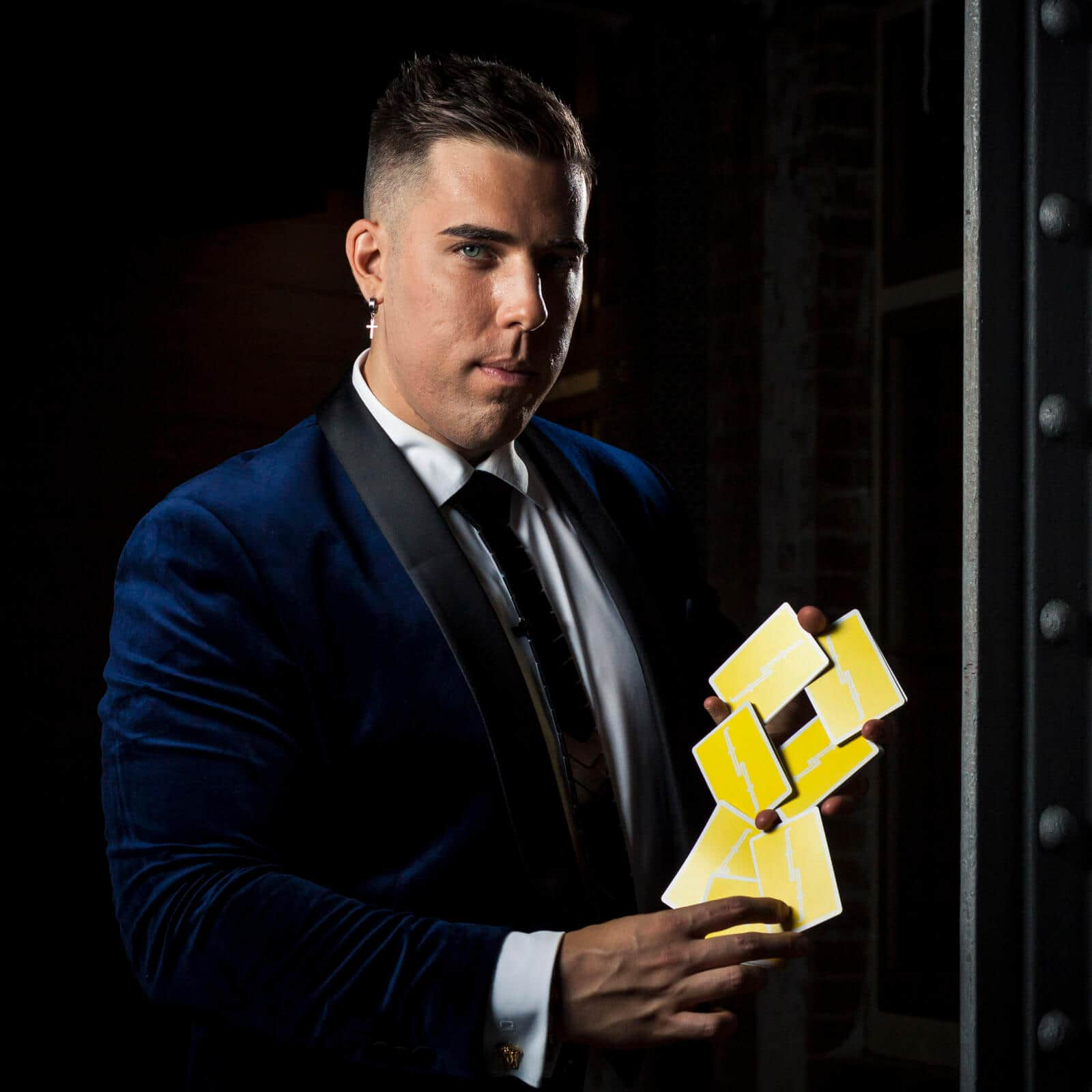 corporate-magician-sydney-roving-wedding-magicians